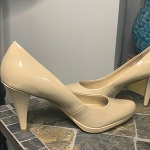 Ellen Tracy Cody Patent Leather Nude Pumps